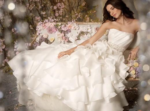 Додаткову чуттєвість і сексуальність поряд надає обробка ліфа швами в стилі  нижньої білизни. Сукня-бюстьє дає можливість нареченій підібрати до вбрання  ... 73045b3bd30e3