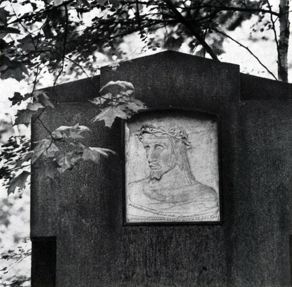 Андреев надгробие ясюнинского Лампадка из габбро-диабаза резная Дальнереченск
